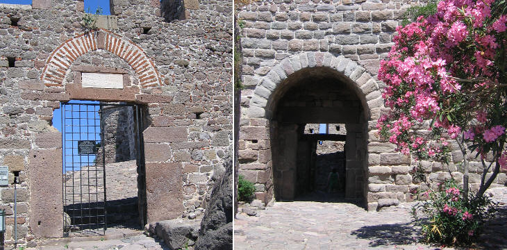 Ottoman (left) and Genoese (right) gates